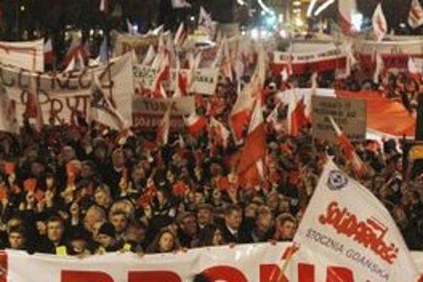 Poliaci vyšli do ulíc, aby vláde odkázali, že nesúhlasia so zvyšovaním veku odchodu do dôchodku.