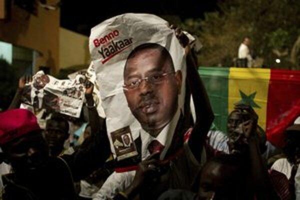 Salloví priaznici oslavovali v noci v Dakare jeho víťazstvo.