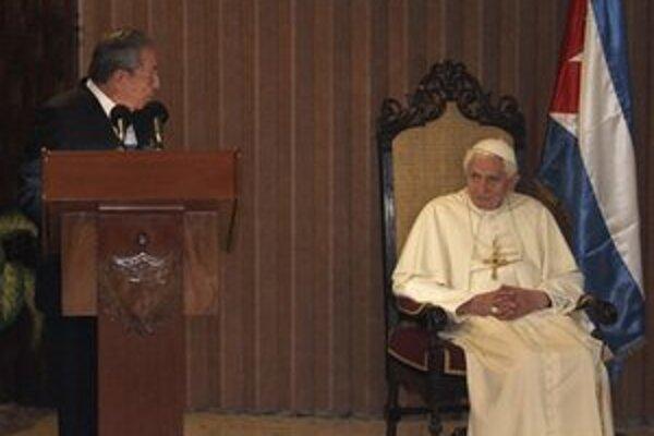 Raúl Castro počas stretnutia s pápežom.