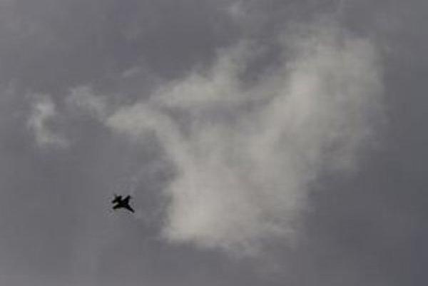 Izraelská stíhačka F-16 lieta.