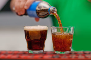 Kolové nápoje nie sú zdravé, no koluje okolo nich priveľa zbytočných nezmyslov.