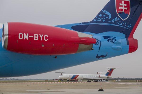 Na snímke súčasnosť a minulosť letky MV SR - v popredí Fokker 100 a v pozadí Tupolev 154M počas dňa otvorených dverí na Letisku M. R. Štefánika v Bratislave.