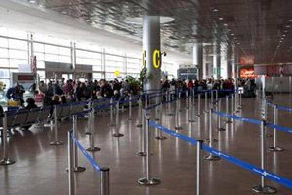 Štrajk ochromil aj dopravu na letisku Ben Gurion neďaleko Tel Avivu.