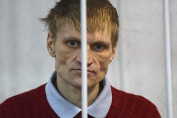 Kovalenka odsúdili na tri roky podmienečne za vyvesenie opozičnej vlajky na vianočný stromček.