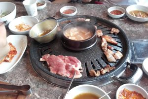 Kórejská gastronómia. Pikantné jedlá boli príliš aj na silných chlapcov.