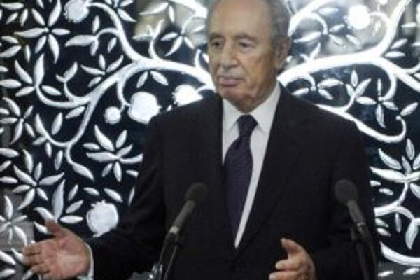 Podľa Peresa má Izrael právo brániť sa pred akoukoľvek hrozbou.