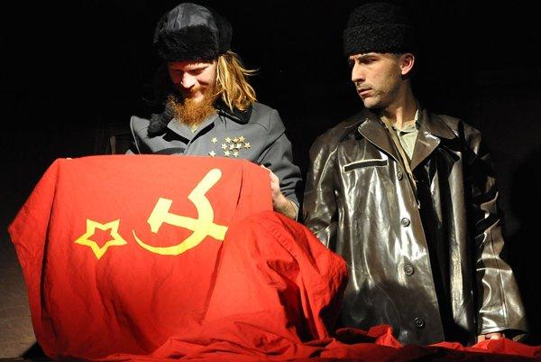 Putin lyžuje - predstavenie o zárodkoch nedemokracie prinesie brnianske divadlo Líšeň.
