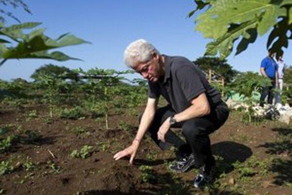 Bývalý americký prezident Bill Clinton na Haiti.
