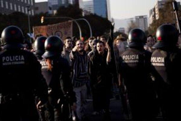 Španielski študenti v uliciach.