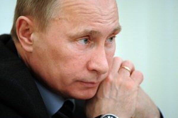Putin by mohol získať nadpolovičnú väčšinu hlasov už v prvom kole.