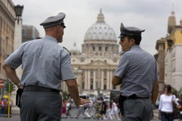 Vlani v apríli Vatikán zaviedol orgán, ktorý dohliada na to, aby jeho finančné operácie boli v súlade s medzinárodným právom.