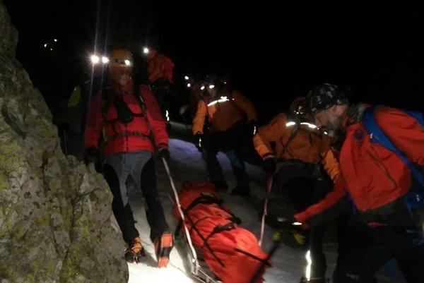 Zásah záchranárov v noci zo soboty na nedeľu pod Gerlachom.