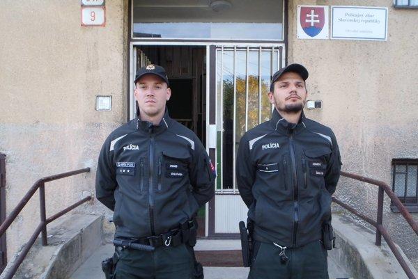 Policajti - záchrancovia.
