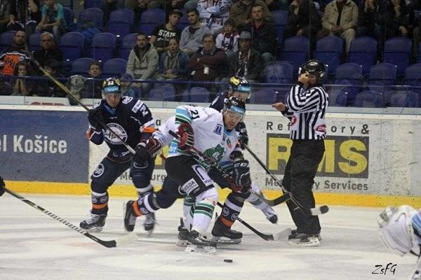 Ani dvakrát vedenie o dva góly nestačilo Novozámčanom na zisk čo i len bodu proti Košiciam na ich ľade.