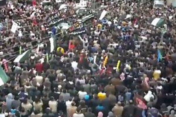 Protestné zhromaždenie v meste Dará.