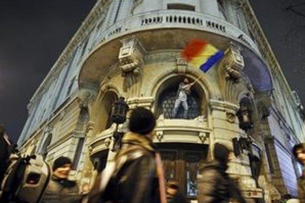 Protesty v Rumunsku zatiaľ stále pokračujú.
