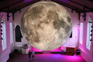 Gigantický svietiaci mesiac bude v sobotu v noci v Medickej záhrade.