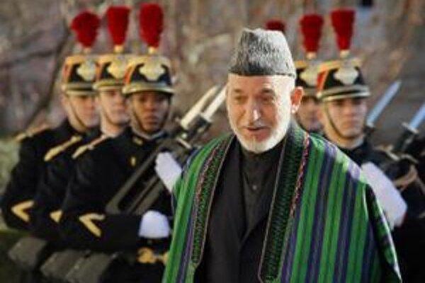 Afganský prezident Hámid Karzaj počas oficiálnej návštevy v Paríži.