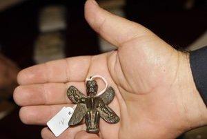 Babylonský staroveký prívesok na odháňanie zlých duchov.
