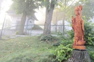 Svätý Martin zlipového dreva od umeleckého rezbára Alberta Šimráka. FOTO: MAREK JURIŠ