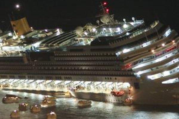 Okolnosti nárazu oboch lodí sú podľa BBC podobné.
