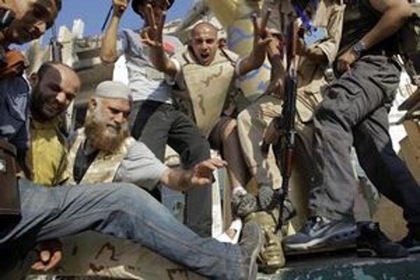 Niektoré líbyjské milície podľa HRW pokračujú v mučení a zabíjaní.
