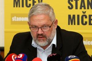 Stanislav Mičev dnes informoval o odstúpení z kampane.