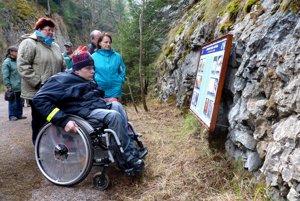 Náučný chodník v Stratenskej tiesňave je prístupný aj pre vozičkárov.