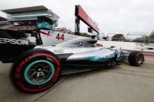 Lewis Hamilton bol v kvalifikácii v Japonsku najrýchlejší.