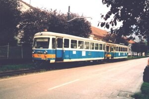 Električková súprava 411 + 911 v Trenčianskych Tepliciach.