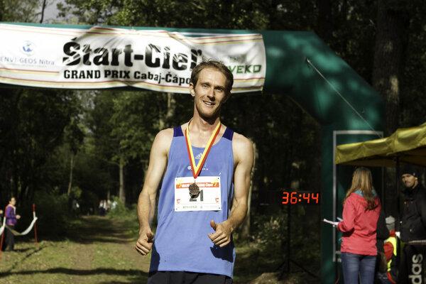 Víťazom hlavnej mužskej kategórie sa stal Jaroslav Szabo, aktuálny majster SR v behu na 10 km.