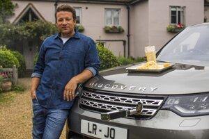 Jamie Oliver je s novým autom spokojný.