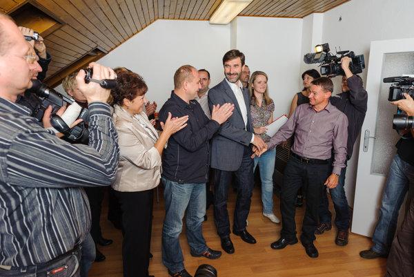 Volebná noc v novembri 2013 v centrále Juraja Blanára.