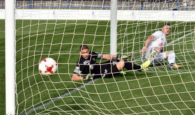 Matúš Čonka otvára skóre zápasu už v 5. minúte.