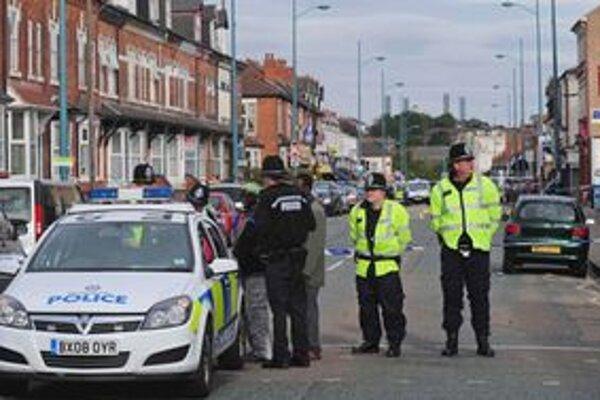 Polícia v Birminghame obhliada miesto nehody.