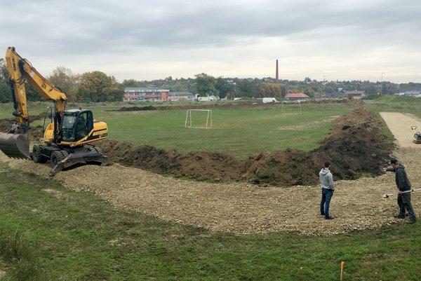 Výstavba sa začala.