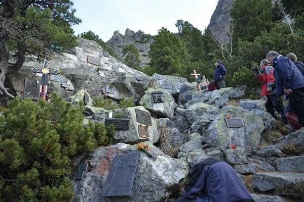 Ojedinelý cintorín obetí Vysokých Tatier a neskôr aj iných hôr pri Popradskom ples