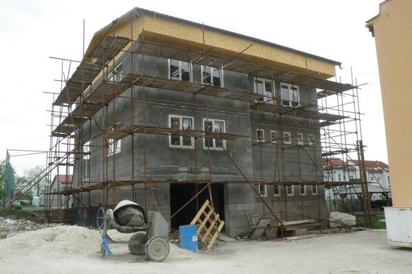 Stavba má byť dokončená do septembra,
