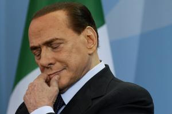 Ľudia verili, že Berlusconi môže vyriešiť ich problémy. Posielali preto za ním svoje dcéry.
