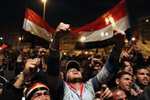 Odkedy sa medzi Egypťanmi začali šíriť správy o odstúpení prezidenta Mubaraka, začalo sa oslavovať. Priskoro.