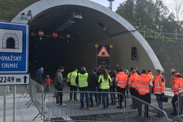 Úsek diaľnice D3 Žilina, Strážov - Žilina, Brodno sprejazdnia v novembri, ešte predtým však všetci záujemcovia mali možnosť prejsť si jeho časť počas nedávneho podujatia Dňa otvorených dverí.