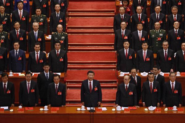 Si Ťin-pching (dole v strede), jeho strana, jeho Čína.