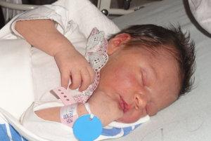 Alica Ujvaryová - Rodičia  Monika a Róbert z Čadce majú od  utorka 17. októbra  dôvod na oslavu. V tento deň sa im narodila  dcérka Alica Ujvaryová  (3200 g, 51 cm). Na sestričku je už doma veľmi zvedavá takmer dvojročná Adelka. Meno  Alica je staronemeckého pôvodu a v preklade znamená