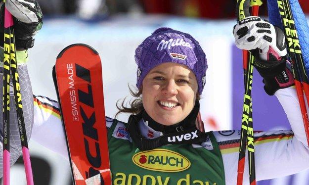 Nemka Viktoria Rebensburgová ovládla prvý obrovský slalom sezóny.