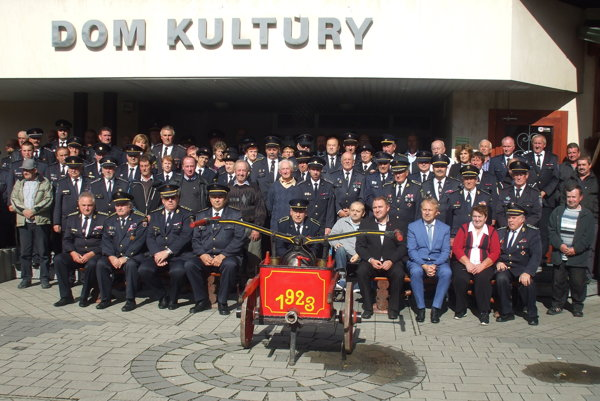 Spoločná snímka hasičov veteránov.