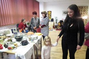 Silvia Brzá prišla na výstavu aj so svojou malou dcérkou.