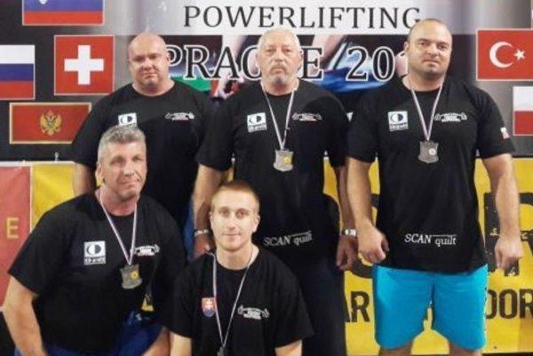 Zľava hore: L. Beňo, V. Bátik aJ. Harandza, zľava dole: T. Gejdoš aL. Barányi.