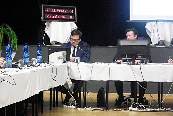 Úlohu prednostu na októbrovom zastupiteľstve čiastočne zastupoval vedúci právneho oddelenia Radoslav Machan.