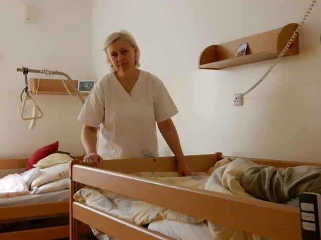 Zamestnankyne hospicu sa musia vyrovnávať s náročnou prácou.