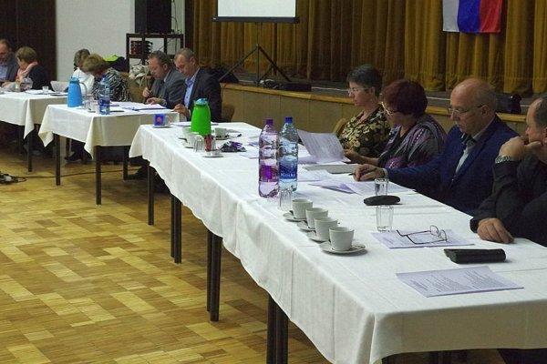 Na zasadnutí sa o päť hovorilo o centre voľného času.